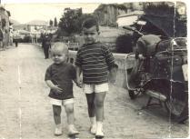 Carretera de Peralta de la Sal amb els meus dos fills